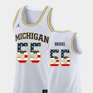 Men's Michigan #55 Eli Brooks White USA Flag College Basketball Jersey 822634-755